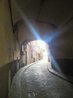 アルトラルノのトンネルと光