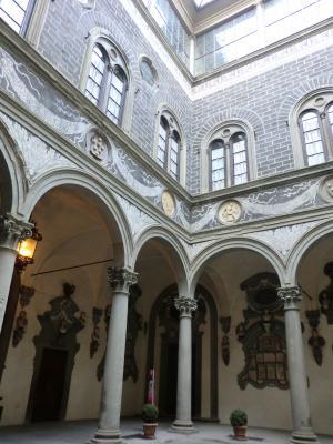 リッカルディ宮中庭