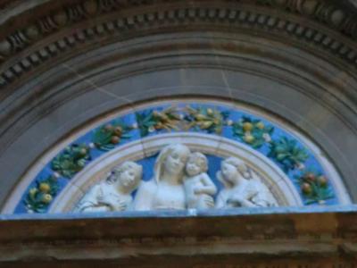 バディア・フィオレンティーナ教会のロッビア