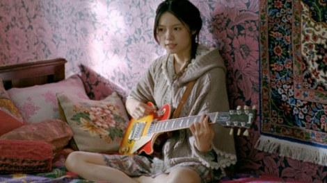 EARTH, MUSIC  ECOLOGY のCMで宮崎あおいちゃんが歌ってますよね「リンダリンダ」