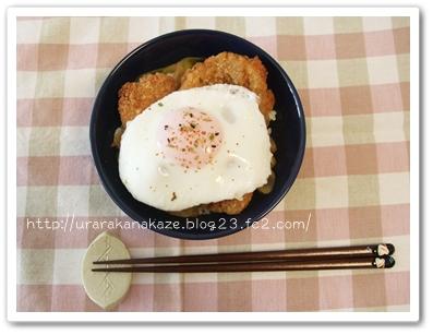 カツ丼(半熟目玉焼きのせ)