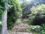 こんな急な階段誰が歩くんだよ
