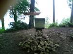 頂上には祠がありました