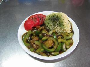 茄子と胡瓜と鶏皮と鶏セセリのカレー!夏野菜万歳!!