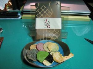 坂角総本舗、えびせんべい「八楽(YARAKU)」、姫ゆかり・のり・桜えび青のり・小えび・黒ごま・抹茶・紫いも・くろまめ、