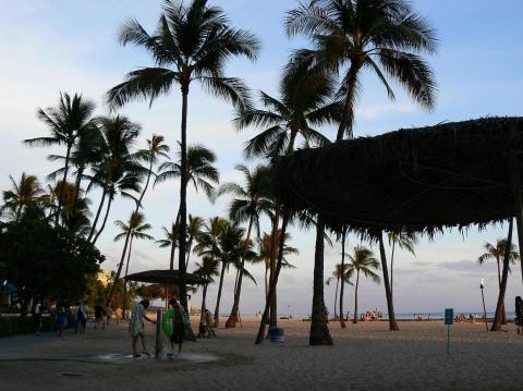 ハワイ 0626ヒルトン前のビーチ4