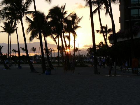 '08ハワイ 0626ヒルトン前のビーチ5