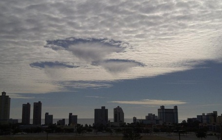 2011年 ホールパンチ雲
