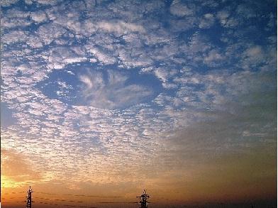 2004年10月18日 つくば市 ホールパンチ雲jpg