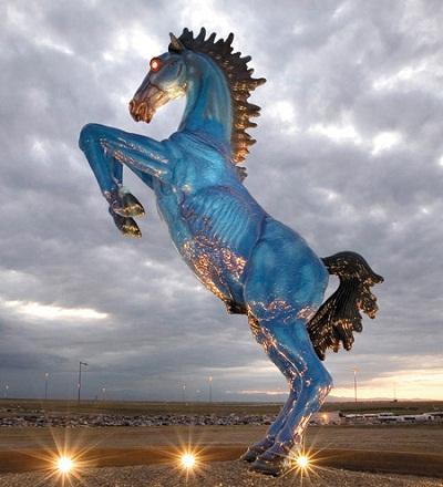 デンバー空港 青い馬