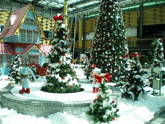 ショッピングモール内のクリスマス