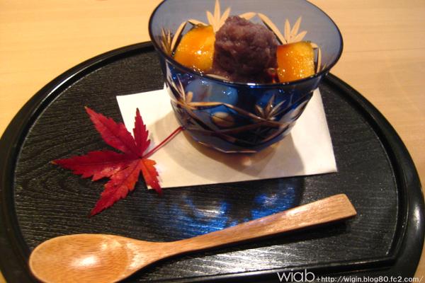 デザートはやはり柿☆ アンコが上に乗ってるんだけど、全然甘くなくて美味しかった。