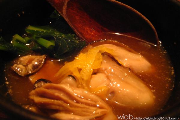 牡蠣を味噌ベースの汁で☆