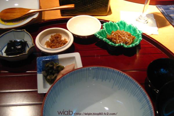 〆は炊き込みではなく、純粋に白いご飯。 だから漬物などが多く出てくる。
