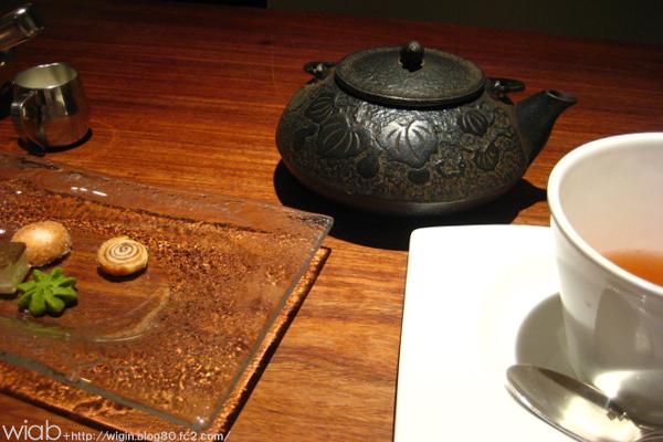お茶菓子♪♪ けっこーなんだかんだ好きだなぁ~ こーいう和と洋が混ざった店 (^^)