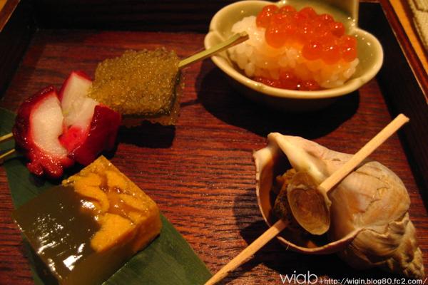 一品目です☆ ウニ、蛸、イクラなどなどお約束の美味いヤツ☆