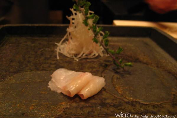 刺身は目の前のお皿にネタづつ出してくれます☆ 変わってておもしろーい