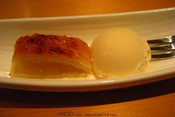 デザートはアイスと自家製アップルパイ★ この自家製アップルパイの味はすごかった。 マジで美味しい★ おかわりしたかった!! いい味付け★