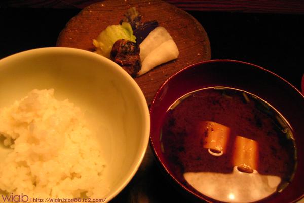 ご飯物は白いご飯でした。 味付けが全体的に濃かったから白ご飯にしたんかな??