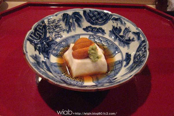一品目はお豆腐とウニ