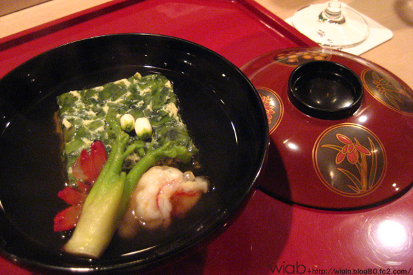 このお椀は変わってた。 いろんな食材が入ってて、味もしっかりまとまってた。 お椀にタラの芽ってすごい!!