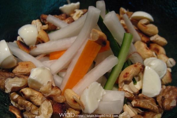 クルミなどが入った野菜メニュー★ 変わってて美味しい