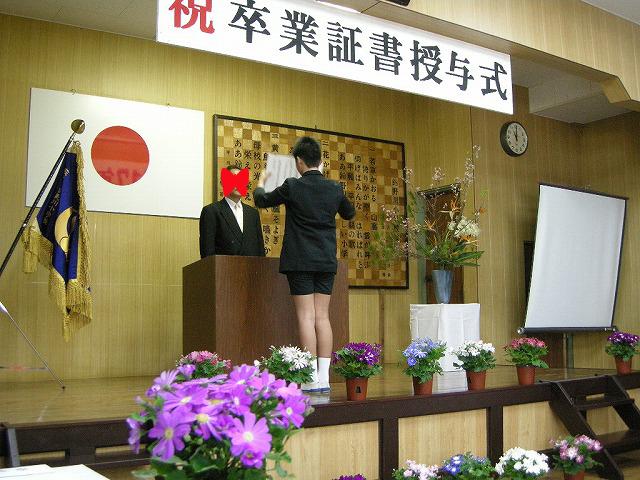 鈴野川小学校卒業式090319い