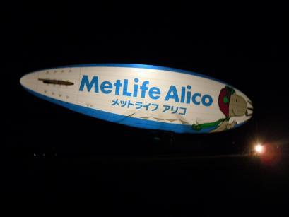 夜の飛行船「スヌーピーJ号」2