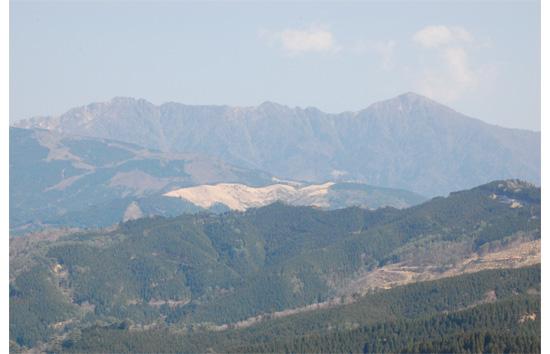 白蔵峠からの市房山