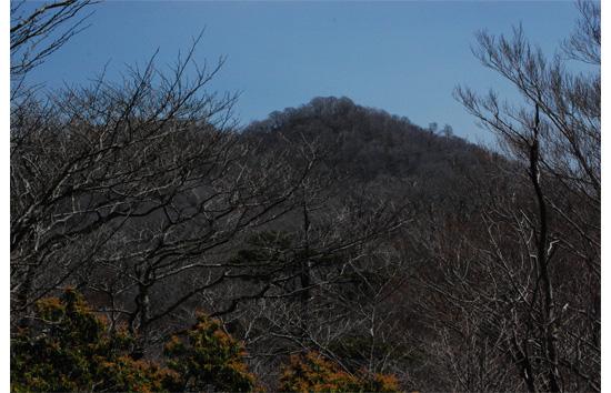 途中の小ピークよりの高塚山頂