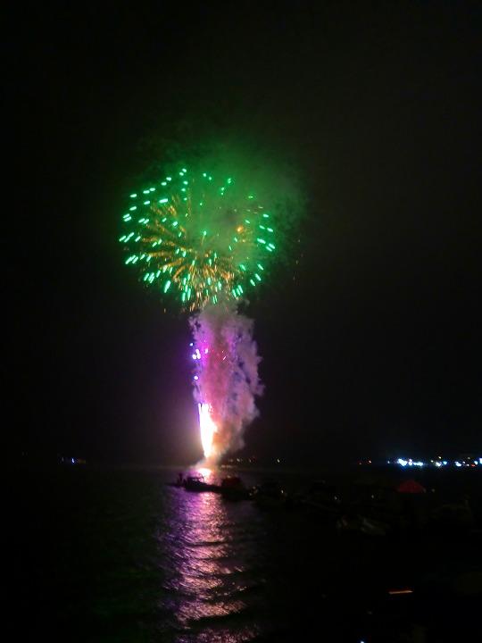 湖畔花火01