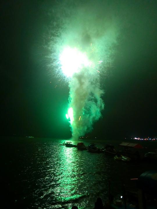 湖畔花火02
