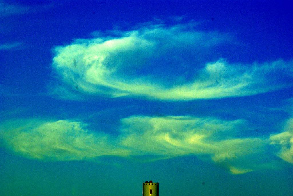 秋雲遊び05