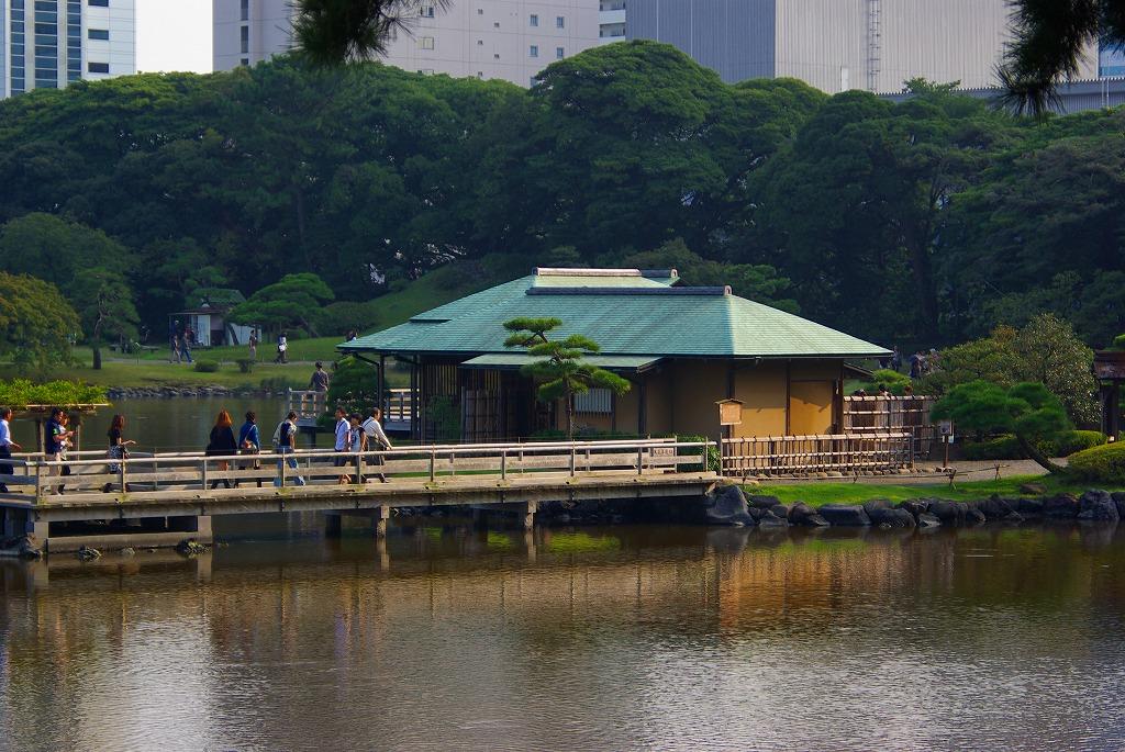 浜離宮中島にお茶や風景