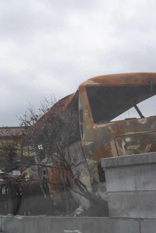 焼けた乗用車