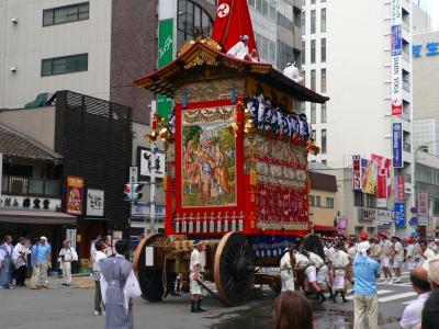 写真キャプション=偶然に写真を撮ることができた祇園祭「山鉾巡行」を行なう「鶏鉾」