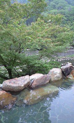 隠れ屋 露天風呂と川