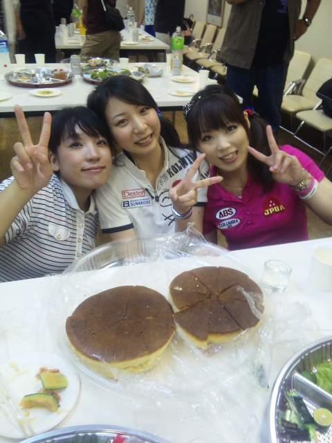 3人娘とビッグホットケーキ