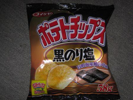 ポテトチップス黒のり塩