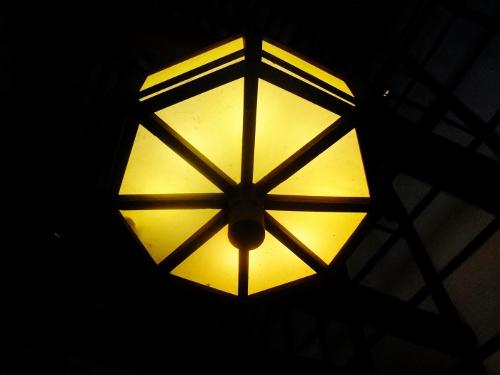黄ばんだ色