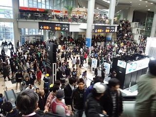 連日の人、人、人、2011東京モーターショー