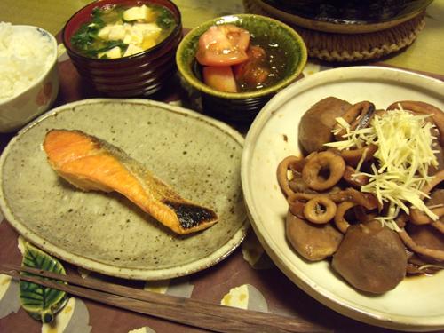 4里芋とイカの煮物・焼鮭定食