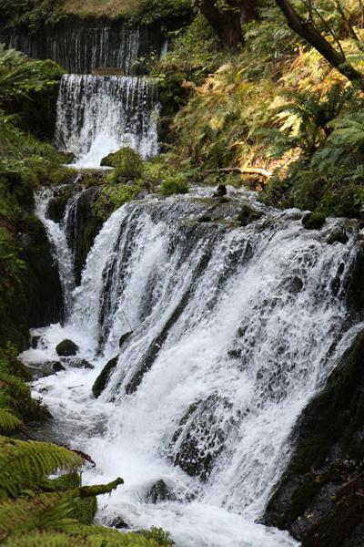 白糸の滝直下