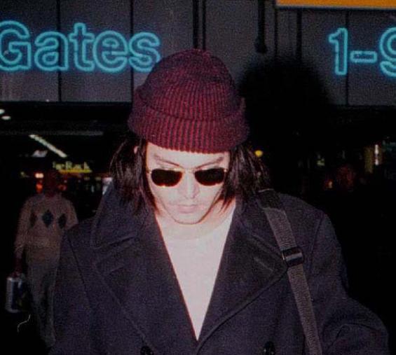 hat19970104airport0vkcrop.jpg