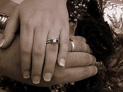 <ライセンス クリエイティブ・コモンズ 表示-改変禁止 3.0  説明 Our wedding rings... with some editing.  撮影日 2005-09-03 17:04:25  撮影者 allyrose18   タグ SepiaWeddingRingsGreenHands.Rose  撮影地   カメラ E-300 , OLYMPUS IMAGING CORP.   露出 0.006 sec (1/160)  開放F値 f/8  焦点距離 37 mm >