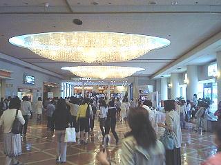 090528_00002宝塚大劇場・劇場入口への通路