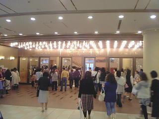 090528_00003宝塚大劇場・劇場入口