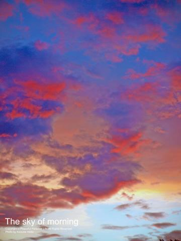 朝陽が昇る直前の赤い空