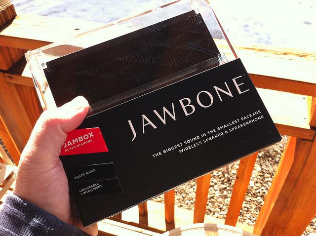 JAWBONE-JAMBOX_02.jpg